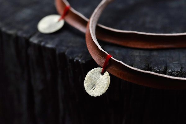 leather choker_b0172633_2142119.jpg