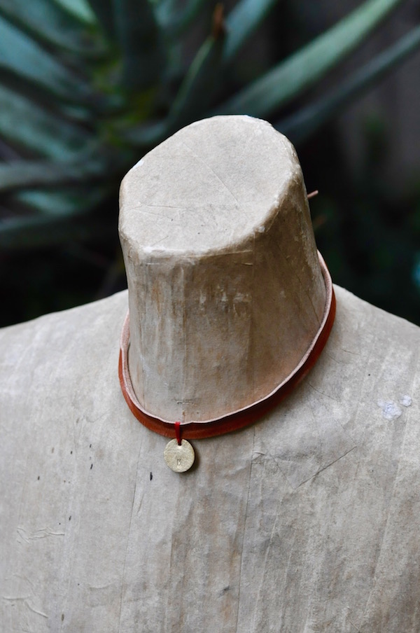 leather choker_b0172633_2142212.jpg