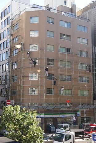 お向いのビルの足場解体作業_f0202682_15133928.jpg