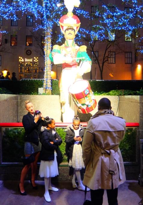点灯式前のロックフェラーセンターのクリスマスツリー 2015_b0007805_2341483.jpg