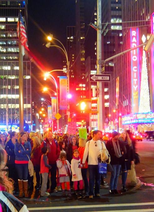 NYミッドタウン6番街沿いのクリスマスの飾りつけ_b0007805_831273.jpg