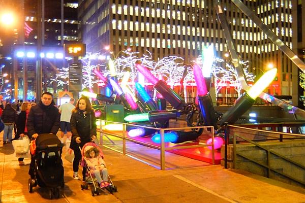 NYミッドタウン6番街沿いのクリスマスの飾りつけ_b0007805_841314.jpg