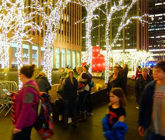 NYミッドタウン6番街沿いのクリスマスの飾りつけ_b0007805_852225.jpg