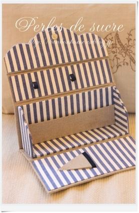 自宅レッスン ツールスタンド ソーイングバッグ ハウス型の箱 サティフィカ 丸箱_f0199750_00273348.jpg