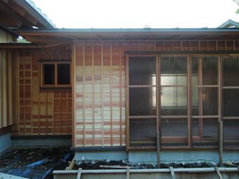 山泰荘の外壁と近くの神社の外壁_c0195909_10173310.jpg