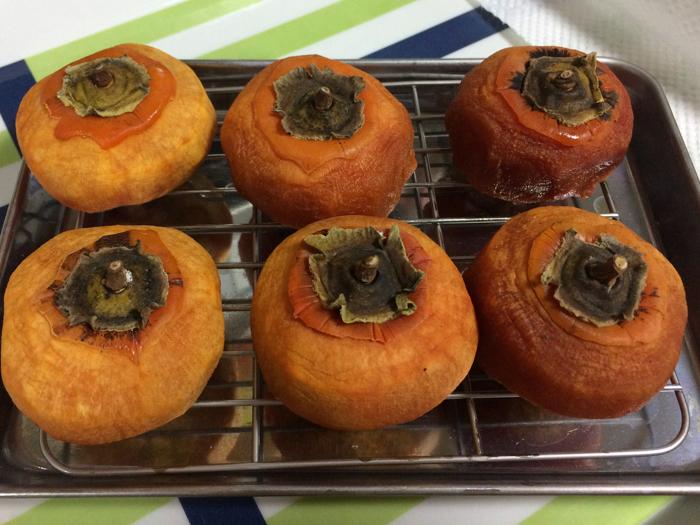 冷蔵庫で干し柿を作ってみた。_d0068664_23184623.jpg