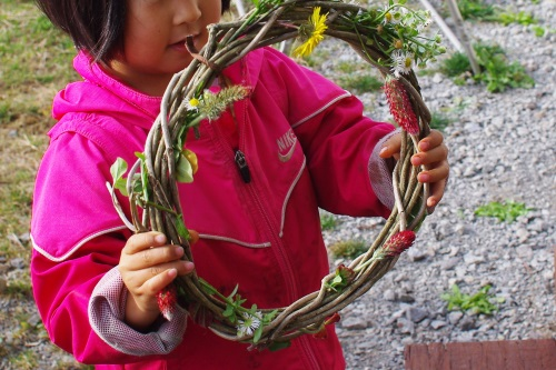庭と畑の自然素材で、クリスマスリースを作る。_c0110869_6282924.jpg