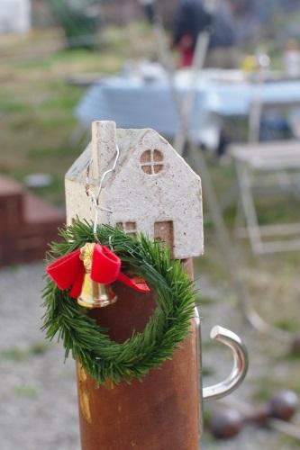 庭と畑の自然素材で、クリスマスリースを作る。_c0110869_6295637.jpg