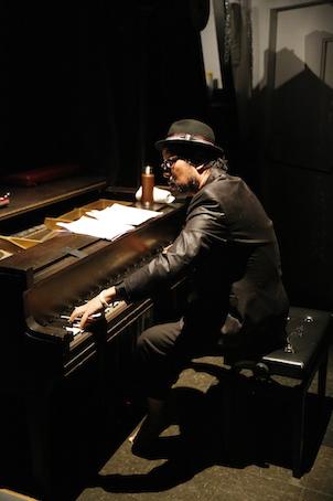 ダンスと音楽と最新映像のコラボ「In the Box」NY公演_c0050387_16301785.jpg