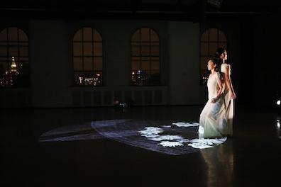 ダンスと音楽と最新映像のコラボ「In the Box」NY公演_c0050387_16321383.jpg