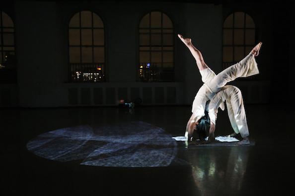 ダンスと音楽と最新映像のコラボ「In the Box」NY公演_c0050387_16344244.jpg