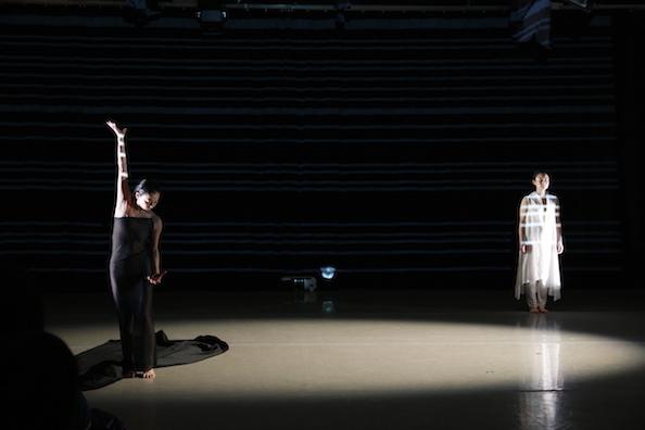 ダンスと音楽と最新映像のコラボ「In the Box」NY公演_c0050387_1635490.jpg