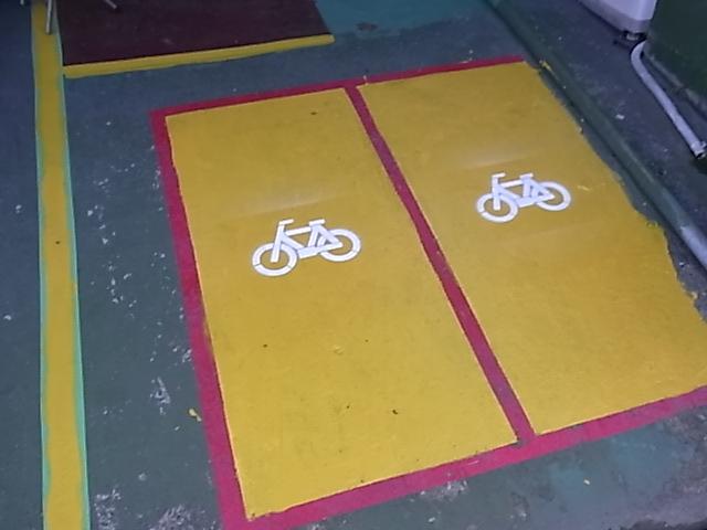 自転車置き場_d0085634_16542356.jpg