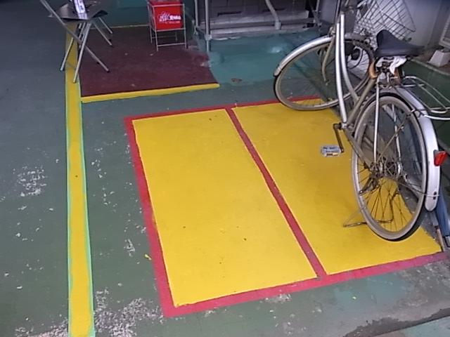 自転車置き場_d0085634_16543852.jpg