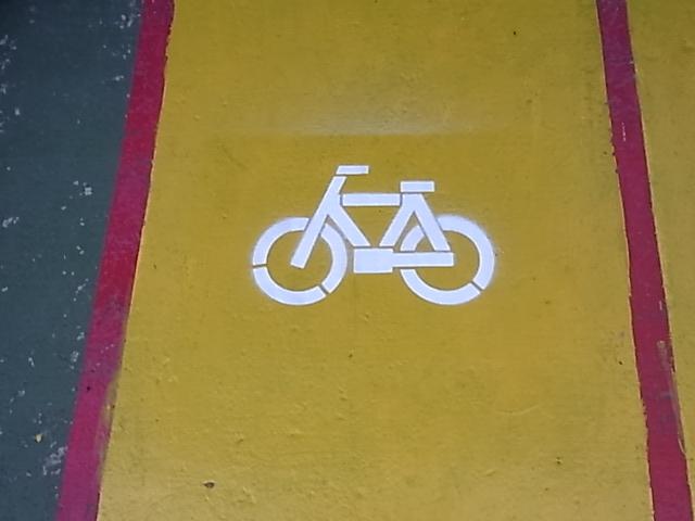 自転車置き場_d0085634_1655151.jpg