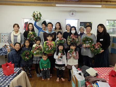 世界で一つのクリスマスリースできました☆_a0239665_1295179.jpg
