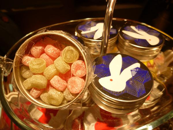 【東京駅情報】東京駅グランスタのヒトツブカンロのクリスマスの小さな缶が可愛い!_c0152767_22491314.jpg