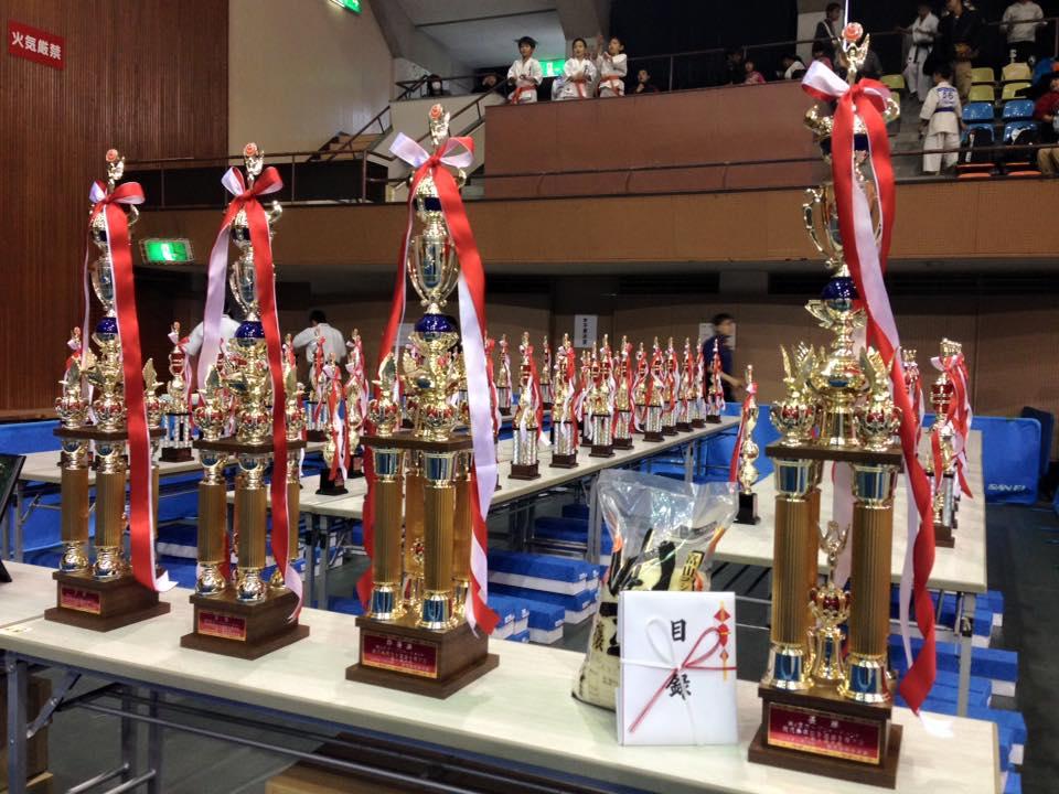 新保支部長主催の「第4回鹿児島県大会」が、満員の鹿児島県体育館で開催され、大成功に終わりました。_c0186691_11401565.jpg