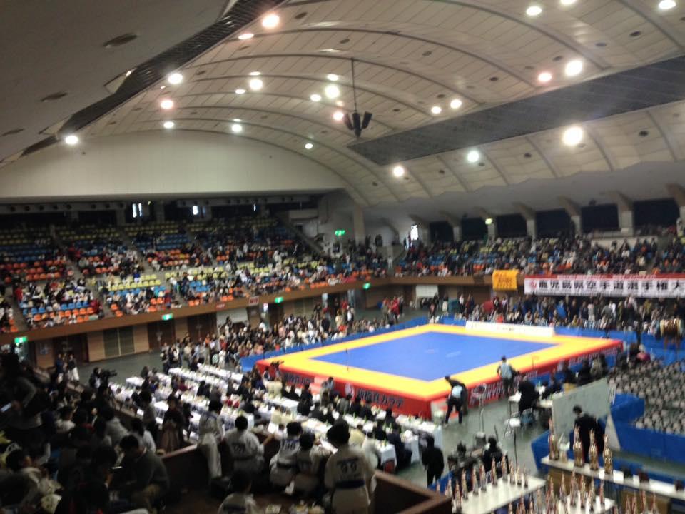新保支部長主催の「第4回鹿児島県大会」が、満員の鹿児島県体育館で開催され、大成功に終わりました。_c0186691_1140767.jpg
