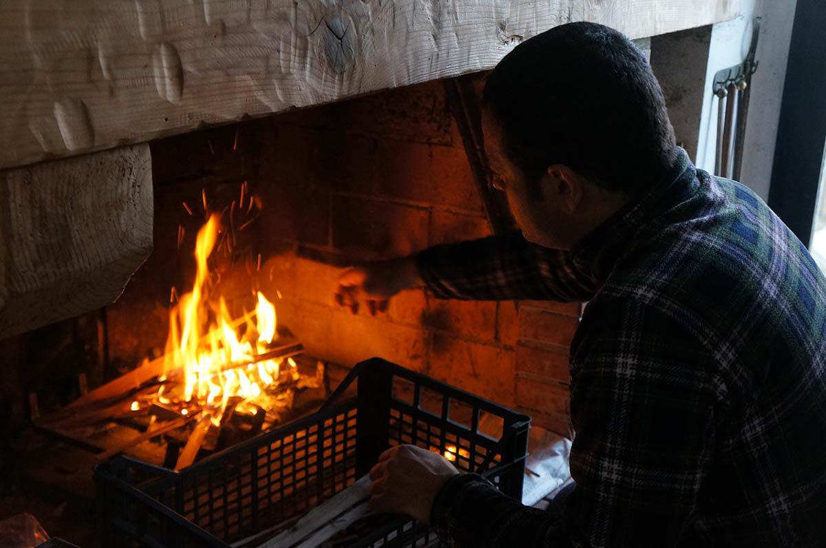 暖炉の季節です_f0106597_01563981.jpg