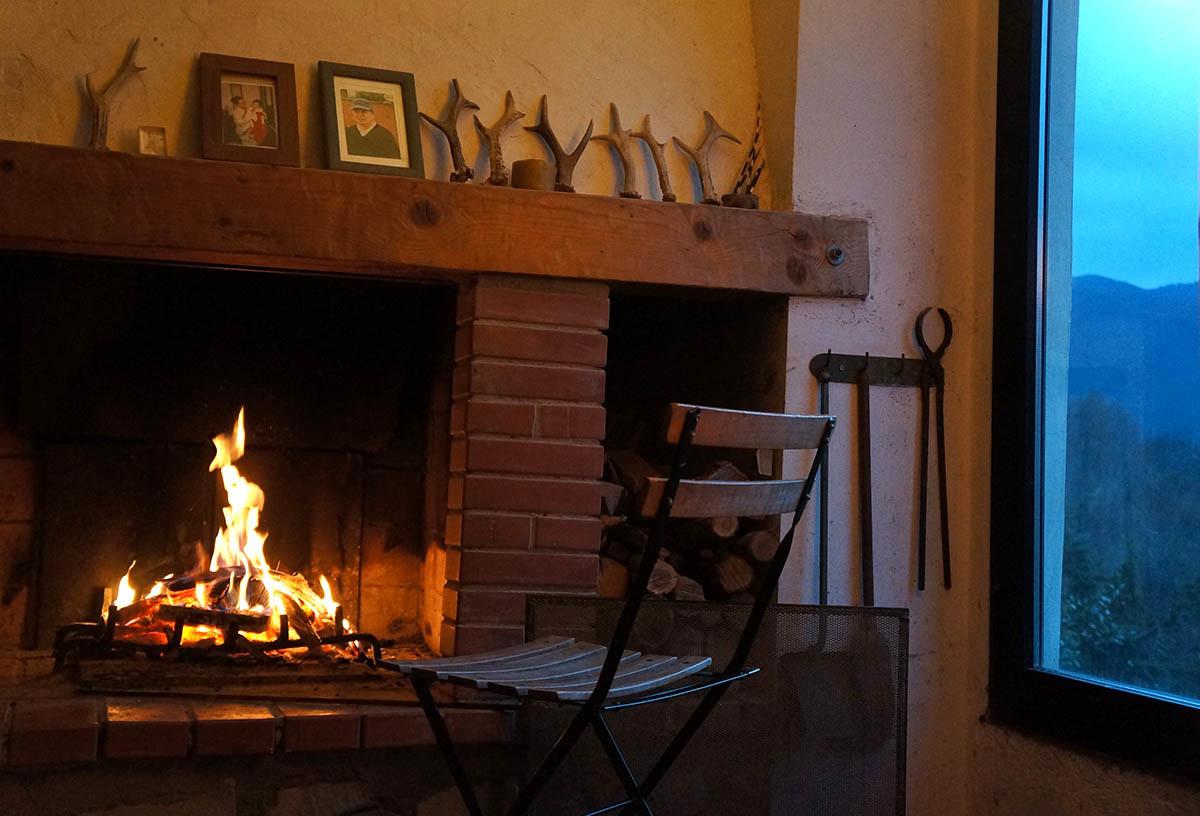 暖炉の季節です_f0106597_01591721.jpg