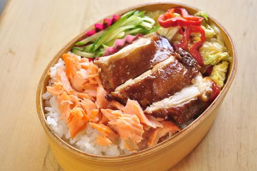 鶏と鮭のっけ弁当_b0171098_842437.jpg