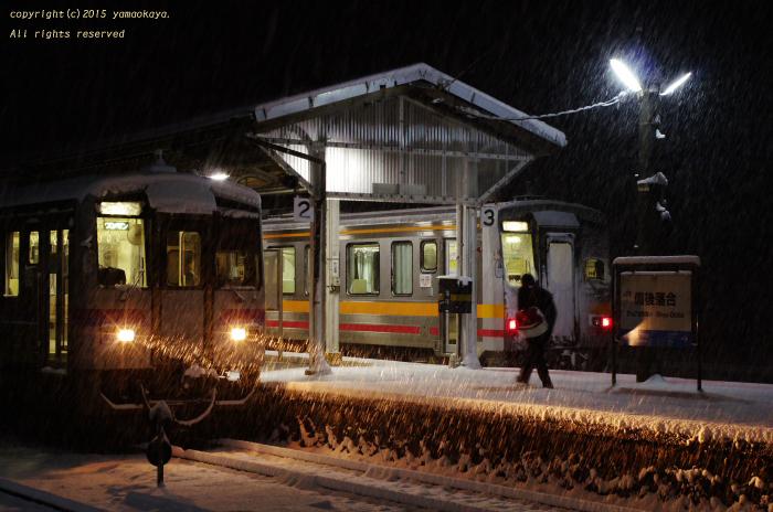 雪の降り続く中で_d0309612_22243026.jpg
