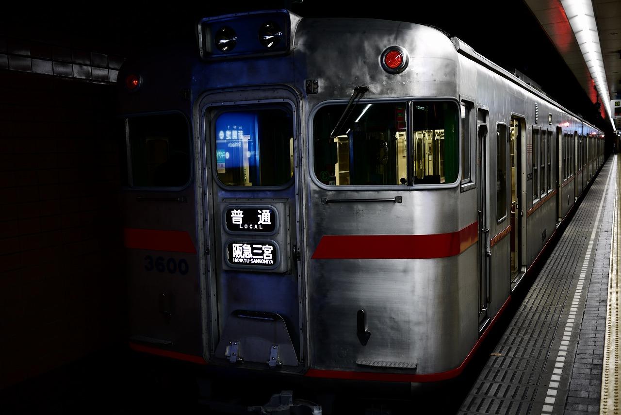 新開地にて後3600 前3000 阪急電車 アルミボディ_d0171835_1132548.jpg