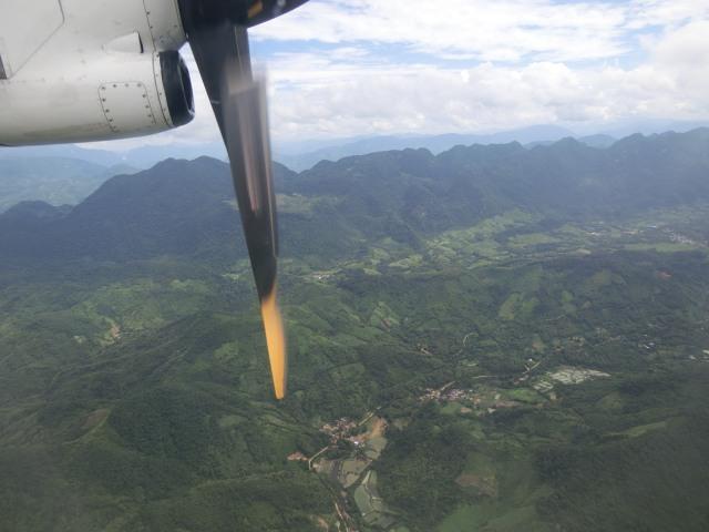 ラオス国営航空に乗る_f0189467_15123047.jpg