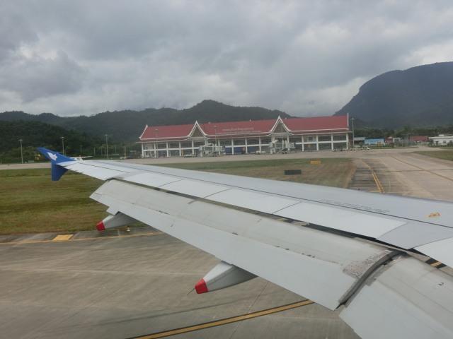 ラオス国営航空に乗る_f0189467_15125118.jpg