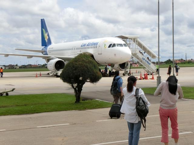 ラオス国営航空に乗る_f0189467_15125675.jpg