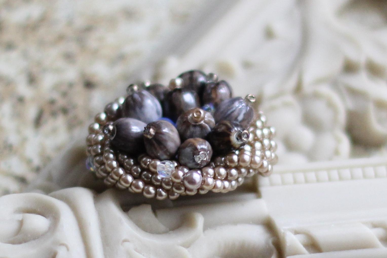 数珠玉のモンブランブローチ_e0170272_9414118.jpg