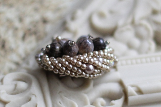 数珠玉のモンブランブローチ_e0170272_942330.jpg