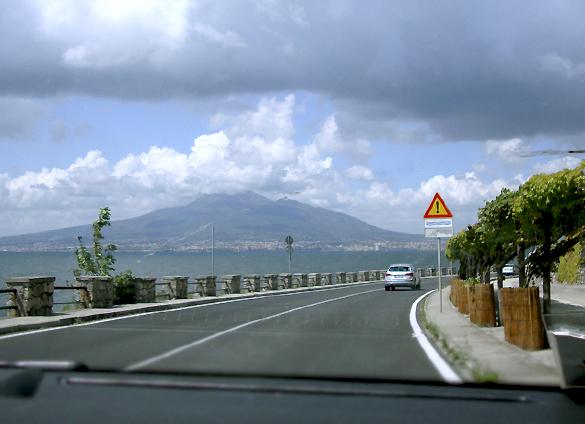 ヴェスーヴィオ山 1.  行こう 行こう 火の山へ!!!_f0205783_1558610.jpg