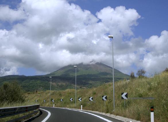 ヴェスーヴィオ山 1.  行こう 行こう 火の山へ!!!_f0205783_17261183.jpg