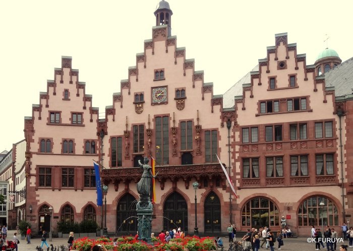 ドイツ9日間の旅 27 フランクフルト・レーマー広場_a0092659_18163881.jpg