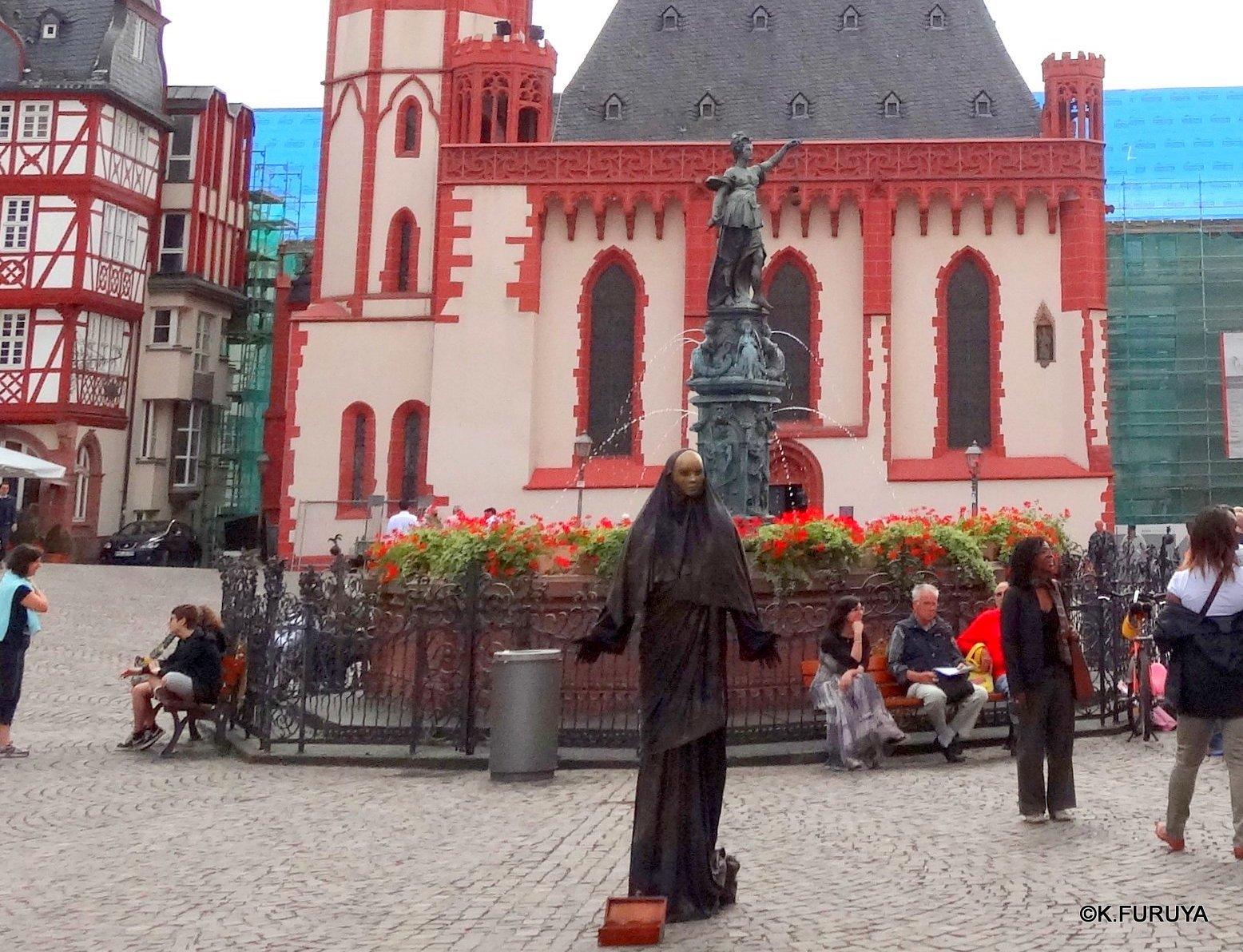 ドイツ9日間の旅 27 フランクフルト・レーマー広場_a0092659_18305570.jpg