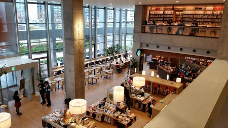 TSUTAYA運営の海老名市中央図書館!_d0050503_84215.jpg