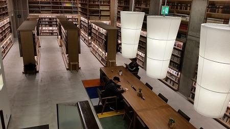 TSUTAYA運営の海老名市中央図書館!_d0050503_844111.jpg