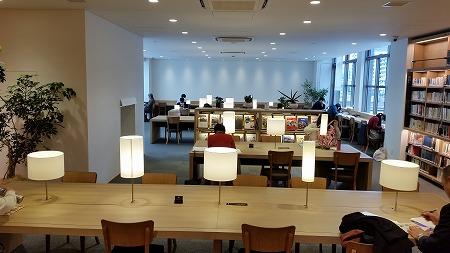 TSUTAYA運営の海老名市中央図書館!_d0050503_844863.jpg