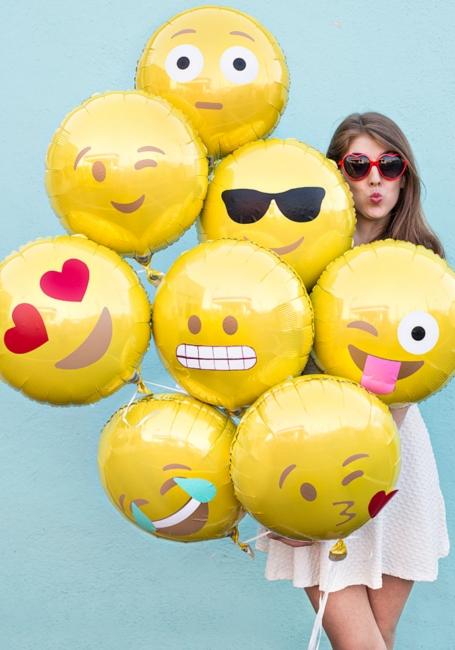 """2015年、欧米の流行語大賞は\""""Emoji\""""(絵文字)?! Oxford辞典のWord of the year(今年の言葉)に_b0007805_23185951.jpg"""