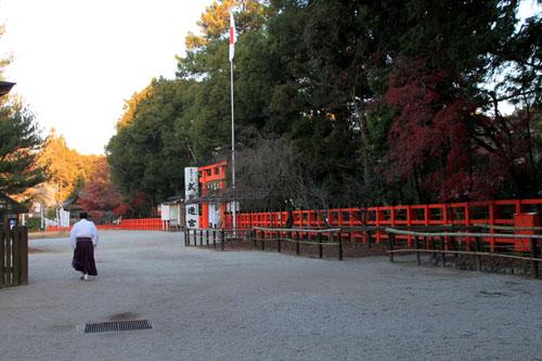 紅葉だより56 名残の紅葉 上賀茂神社_e0048413_18572837.jpg
