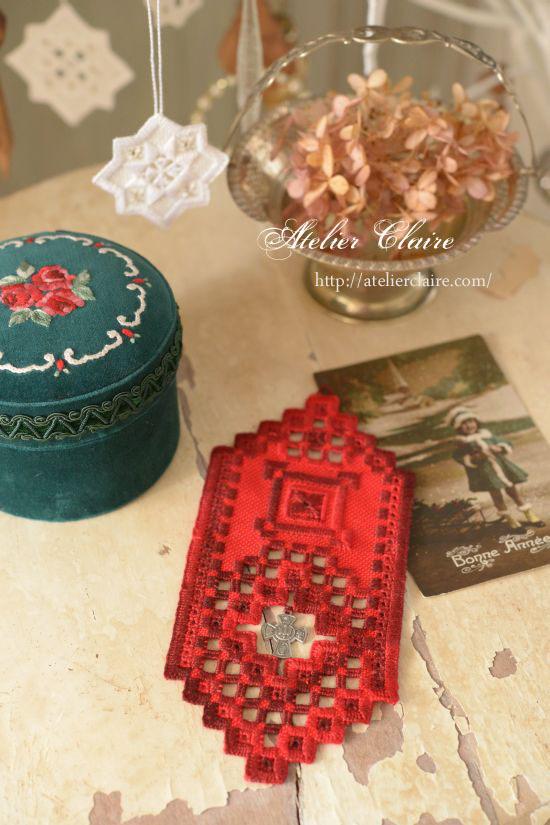 花刺繍のジュエリーボックスに合わせてハーダンガー刺繍の壁飾り_a0157409_23091985.jpg
