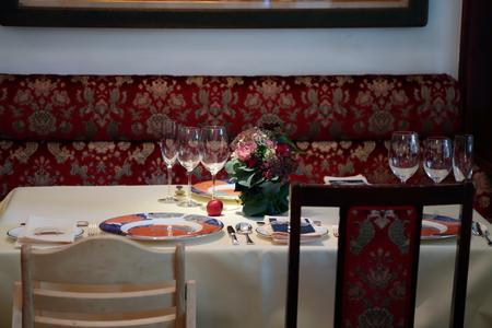 冬の装花 シェ松尾松濤レストラン様へ シルバーグリーンとマルサラ_a0042928_1229493.jpg