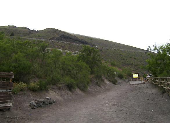 ヴェスーヴィオ山 2. 火の山には霧隠才蔵サマが君臨しておりました(^^ゞ_f0205783_1715175.jpg