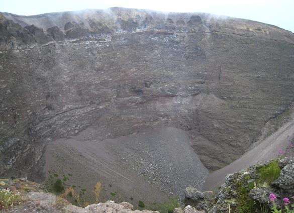 ヴェスーヴィオ山 2. 火の山には霧隠才蔵サマが君臨しておりました(^^ゞ_f0205783_17345573.jpg
