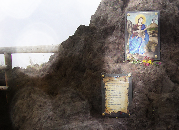 ヴェスーヴィオ山 2. 火の山には霧隠才蔵サマが君臨しておりました(^^ゞ_f0205783_1818329.jpg