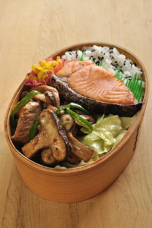椎茸と豚肉のドレッシング炒め弁当_b0171098_8422441.jpg