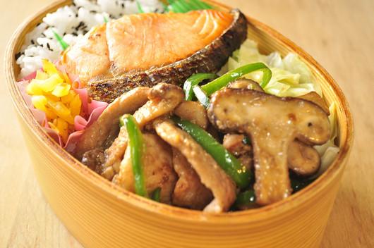 椎茸と豚肉のドレッシング炒め弁当_b0171098_8455778.jpg