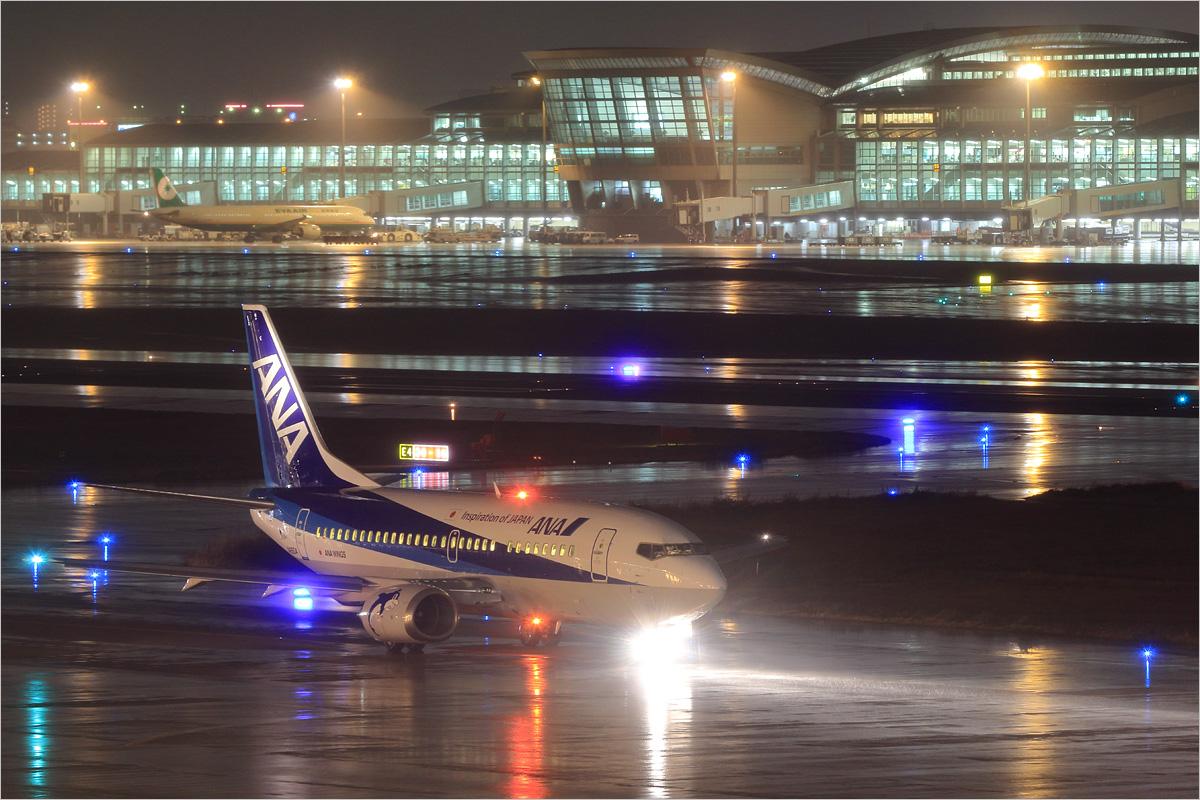 光の力 - 福岡空港_c0308259_1191982.jpg